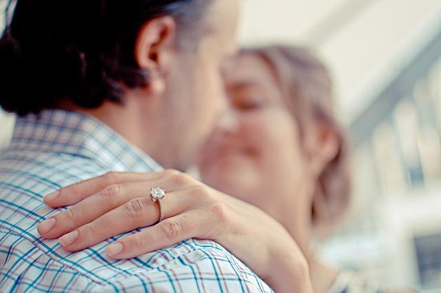 מדוע טבעות אירוסין הן טבעות יהלום
